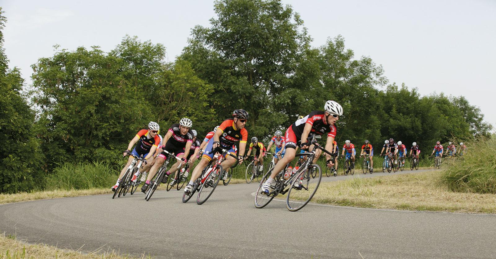 Uitslagen wielrennen: www.wvhetstadion.nl/wegwielrennen